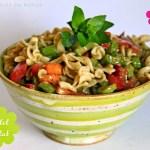 Sommerlicher Nudel-Salat mit Stangensellerie & Tomaten und Pesto-Senf-Dressing #vegan