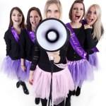 Junggesellenabschieds Feier, Viele Mädels machen Party im Fotostudio