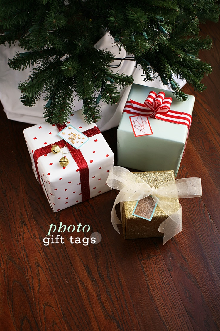 Sticky nostalgic christmas gift tags