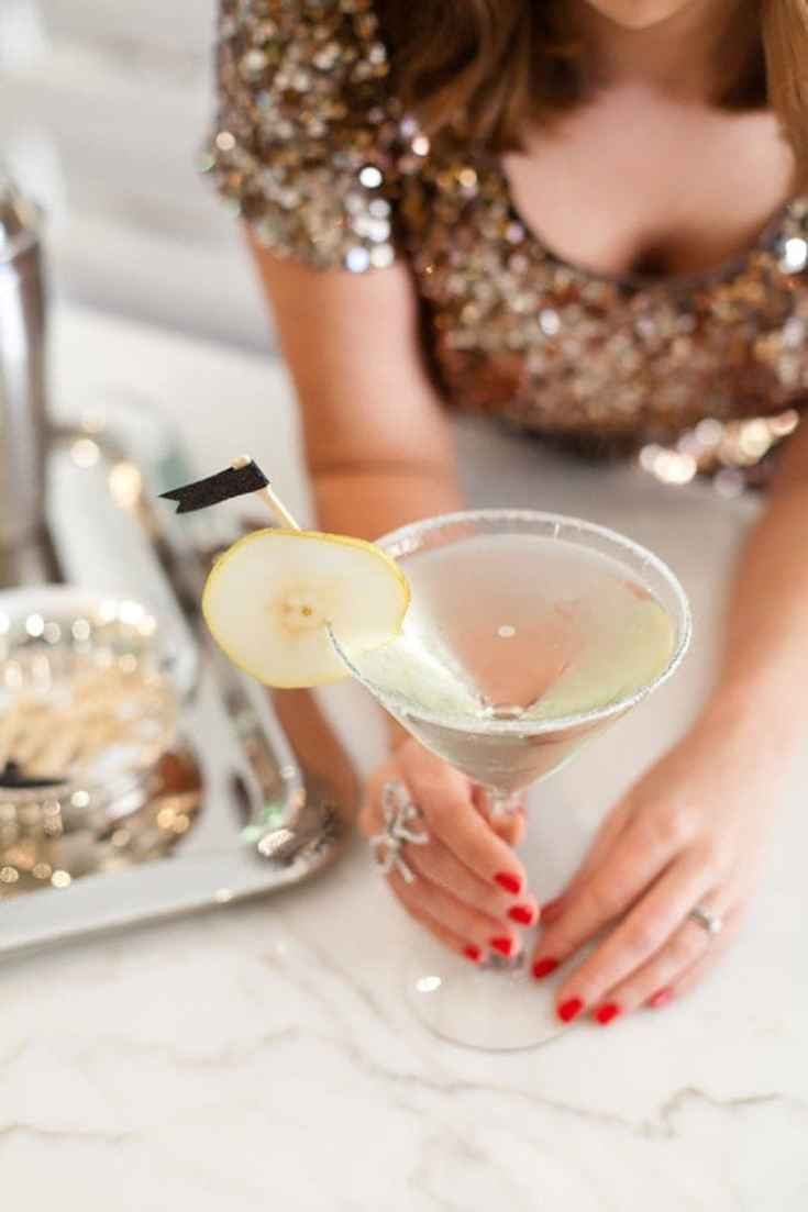 A sparkling champagne, elderflower and pear Martini recipe perfect for New Year's Eve!
