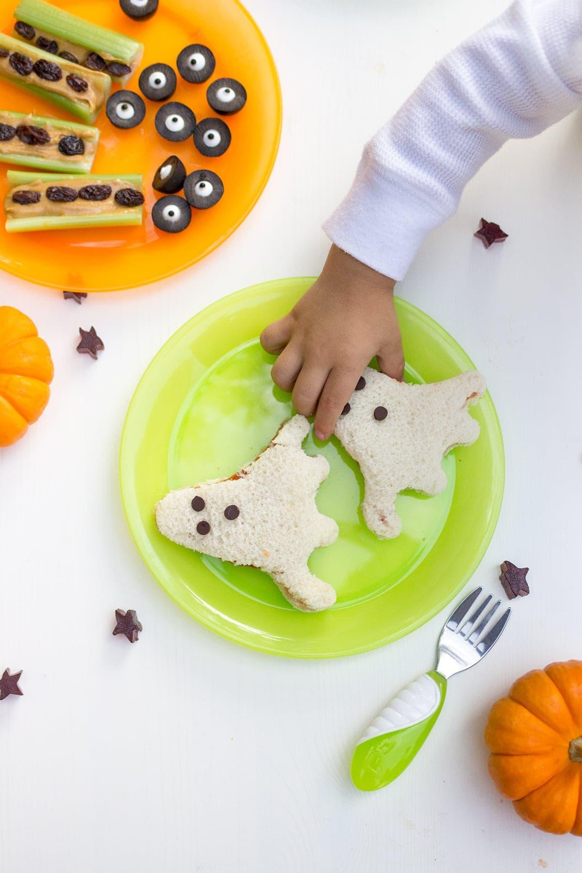 Kid friendly halloween recipes freutcake for Easy kid friendly halloween treats