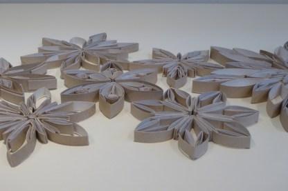 Sterne aus Klopapierrollen (15)