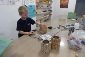 DIY_Stiftehalter_Korken_Chips Dosen_Konserven Dosen_ Kinder_recycling_basteln_FRICKELclub_Offenbach_externe AG (5)