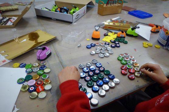 diy_adventskalender_magnete_kronkorken_kinder_grundschule_basteln_recycling-2