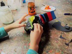Gruneliusschule_Frankfurt_externe AG_FRICKELclub_Halloween_Recycling_Basteln (13)