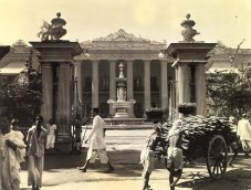 In contrast to the magnificent palace in background, two sweating coolies strain at a load of preciousfirewood. The building is known as the Marble palace, contains a rich collections of paintings, lavishly furnished. it belongs to a Bengali family who are alleged to feed hundreds of poor daily.