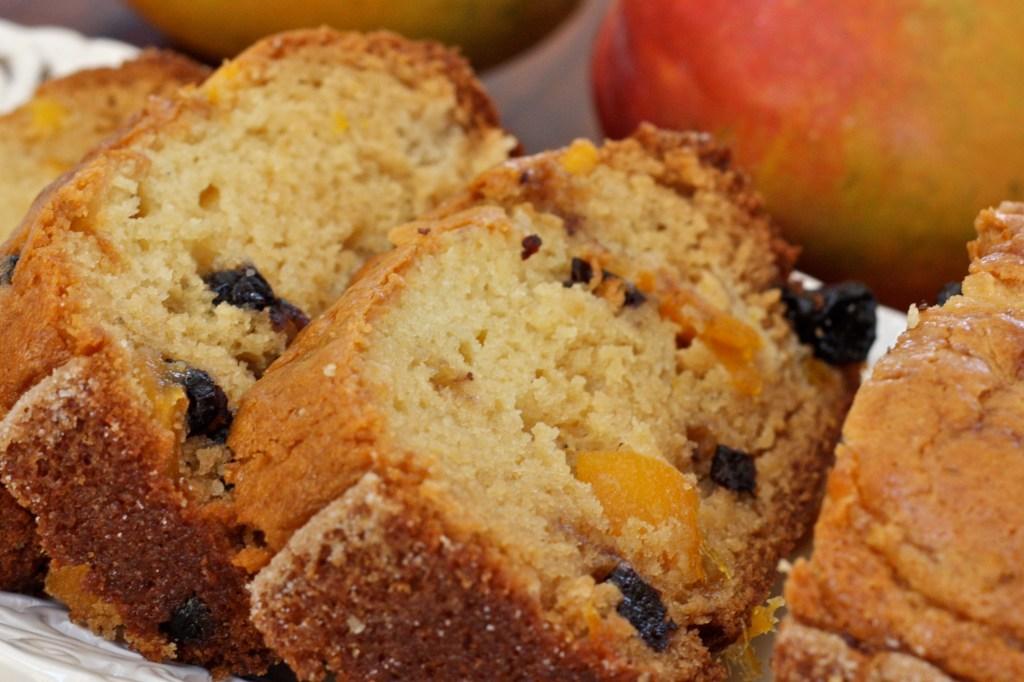 Blueberry Mango Amish Friendship Bread ♥ friendshipbreadkitchen.com