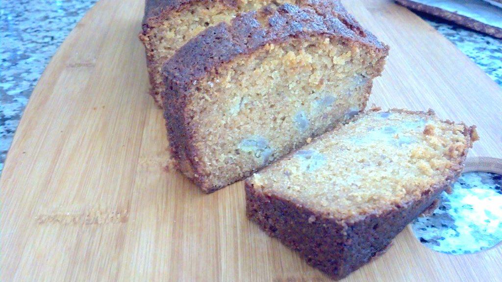 Banana Amish Friendship Bread by Gwen Campbell ♥ friendshipbreadkitchen.com