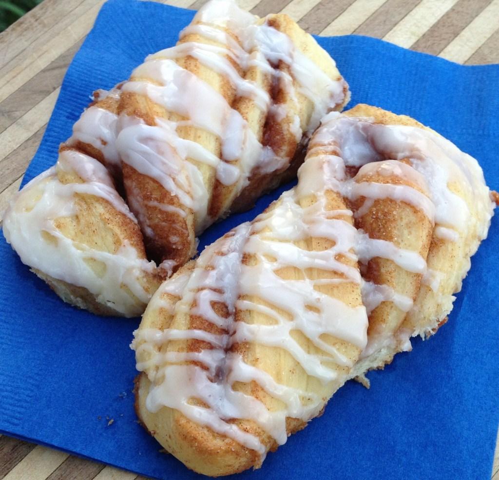 Amish Friendship Bread Cinnamon Twists by Cynthia Nussbaum ♥ friendshipbreadkitchen.com
