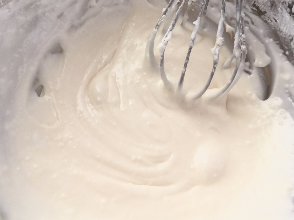 Vanilla Ginger Buttercream Frosting ♥ friendshipbreadkitchen.com