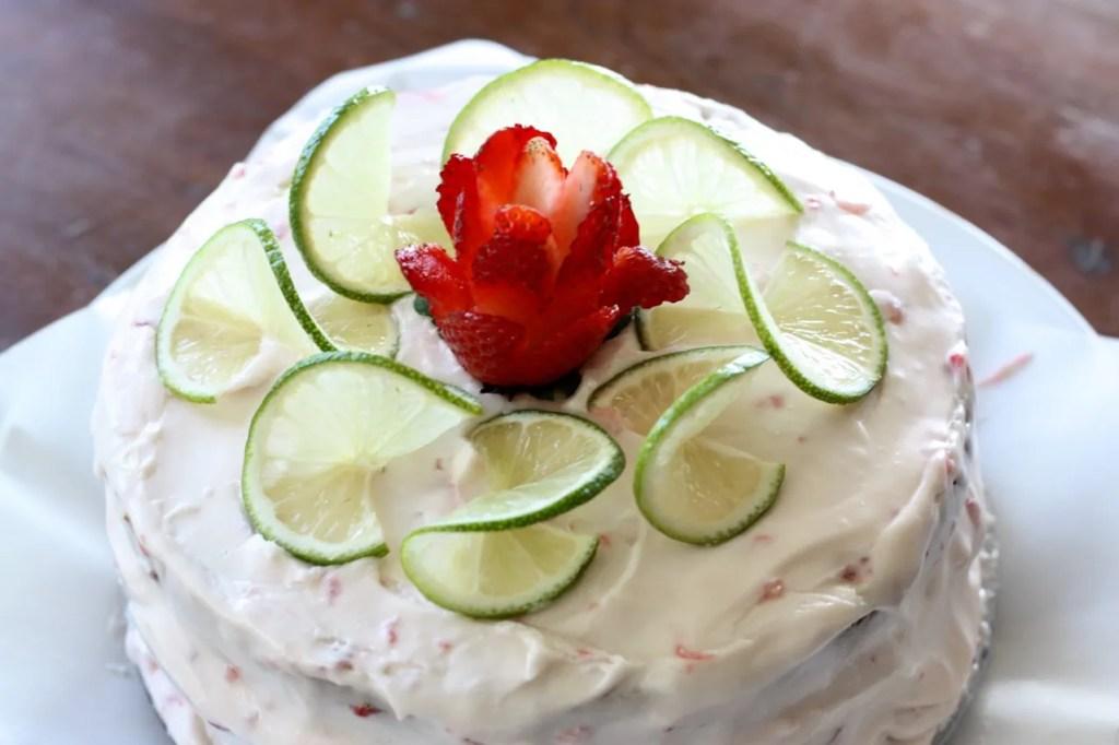 Strawberry Limeade Amish Friendship Bread Cake ♥ friendshipbreadkitchen.com
