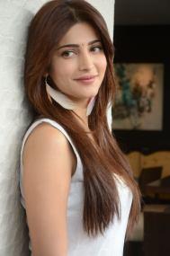 Cute Shruti Hassan Unseen, Sexy and Random Photos