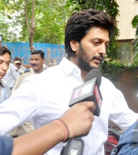 Bollywood Celebrities At Jiah Khan Funeral Photos
