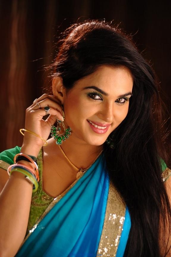 Kavya Singh Latest Photos in Green Saree