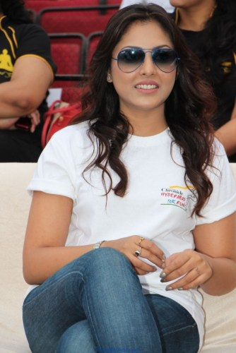 Madhu Shalini Latest Photos in White T-Shirt