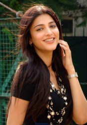 Cute Shruti Hassan Unseen, Sexy and Random Photos-Friendsmoo (4)
