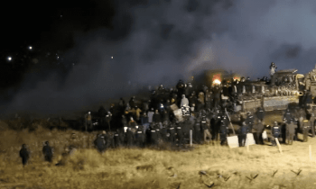 Standing Rock protest: hundreds clash with police over Dakota Access Pipeline