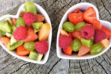 2 bowls of fruits