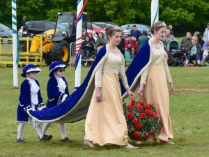 May Queen Courtiers Arrive