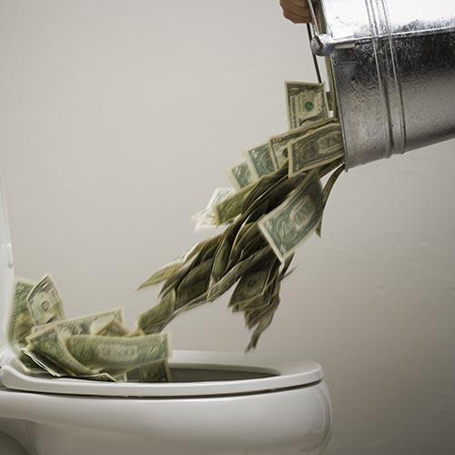 Der er mange penge, der ryger i toilettet både ved at eje og leje