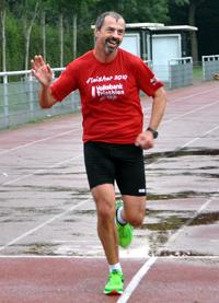 Extrem-Läufer Rainer Wachsmann gewann den ersten Frisbiathlon.