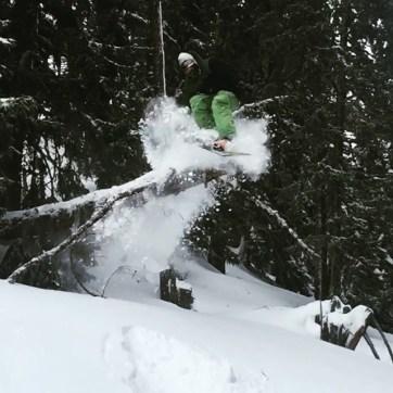 #afterthestorm come the #powder @vvchiche #shreding #thewoods with @blanc_steve @mitchfsk @valax.simon in #cransmontana #wallis #switzerland #frisek #frisekteam #snowboard #snowboarding #powpow #powporn #casentlesapin 🎥 @mitchfsk