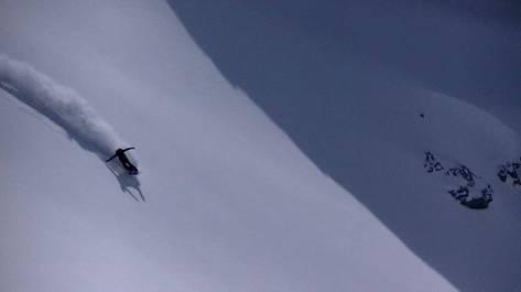 🔥💪 @blanc_steve #frisek #snowboard #freeride #switzerland #stonesnowboards #valais @stonesnowboards