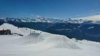 Today was a blast !!!! No Jerries on the black kicker ! @christophesc @laurent5_4 🎥 @guillaumefsk Thanks @cransmontanaparks #frisek #cransmontana #snowboard #shred #frisekteam #nojerries #gamin