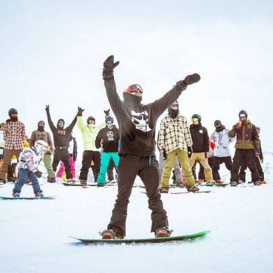 @kbgh followed by the team at the Banked slalom last year @superparkch 👌💪🔥🏂😀 🍻 #frisek #frisekteam #bankedclc #champery #lescrosets #portesdusoleil #snowboarding📷 Niels Ebel