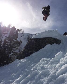 Saturday fly by Capt'haine D!...#frisek #snowboarding #lesmarecottes #sweetzerland