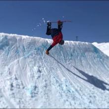 Laax was gooooood ! @kbgh 📷@manuperino84 #frisek #laax #snowboard #handplant #p60 #springishere #pleasurespringsession