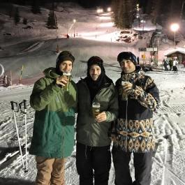 #shreddenuit #holidayseason #frisek #cransmontana 🏂🎉🍻🎄@kbgh @nemofsk @mitchfsk @frisek