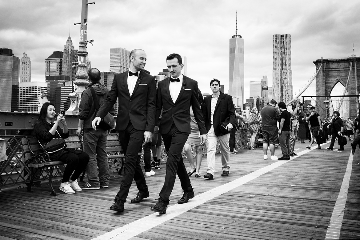 tuxedo men brooklyn bridge manhattan friso kooijman photographer amsterdam zaandam new york street photography straatfotografie fotografie black white