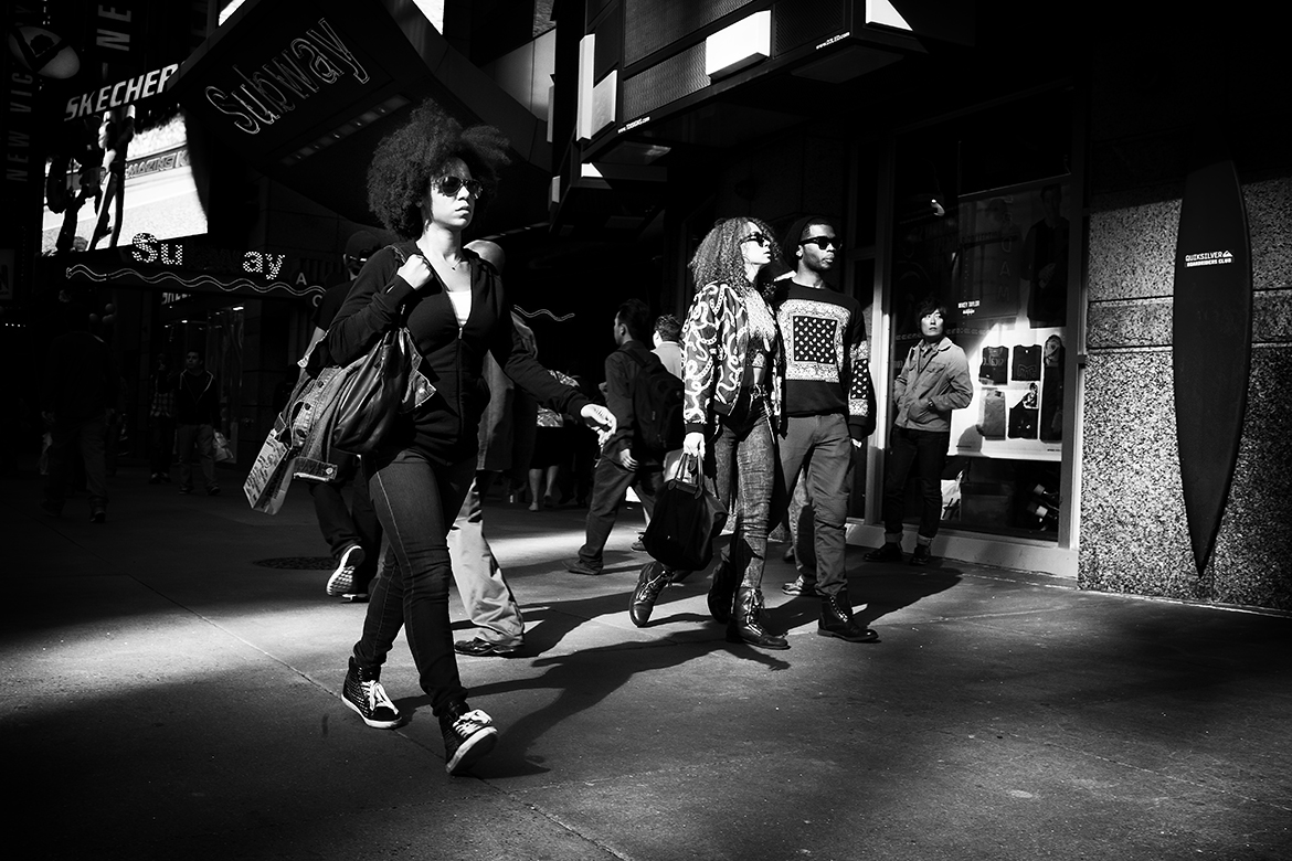 Lady afro haircut walking 42nd streetManhattan New York friso kooijman street photographer amsterdam zaandam holland