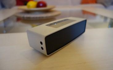 3,5 mm AUX-Eingang und Micro-USB-Anschluss