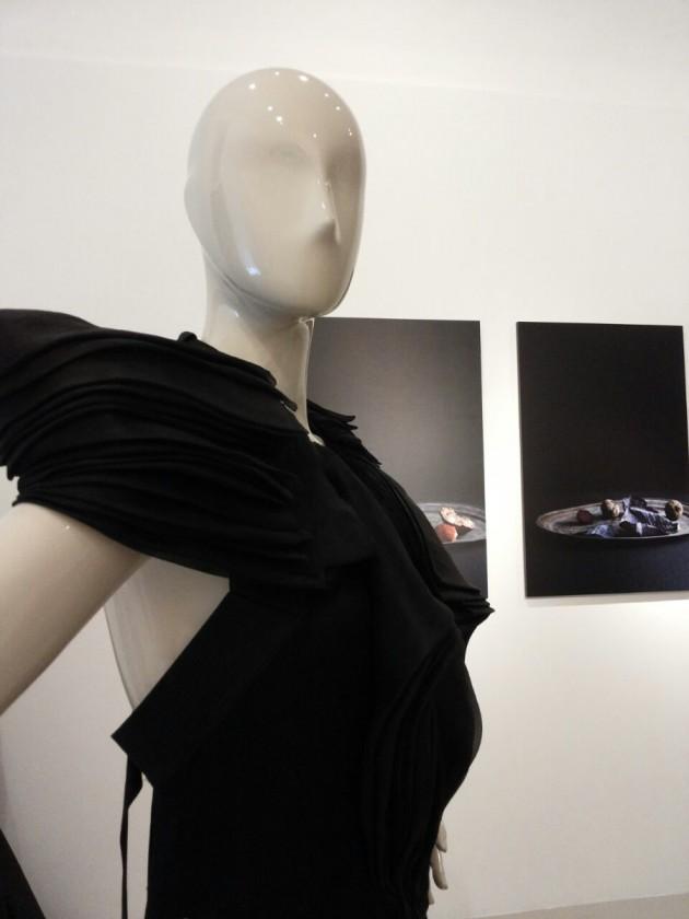 seasonless dress: DiLiborio by Liborio Capizzi, White Label, 2013; fotografie: Marco Bertolini, 2012