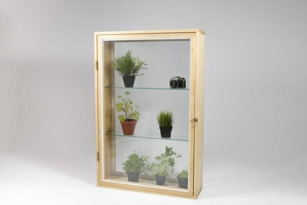 """""""Greenhouse Window"""", di Mihkel-Emil Mikk. Una semplice finestra che però è predisposta per diventare un erbario"""
