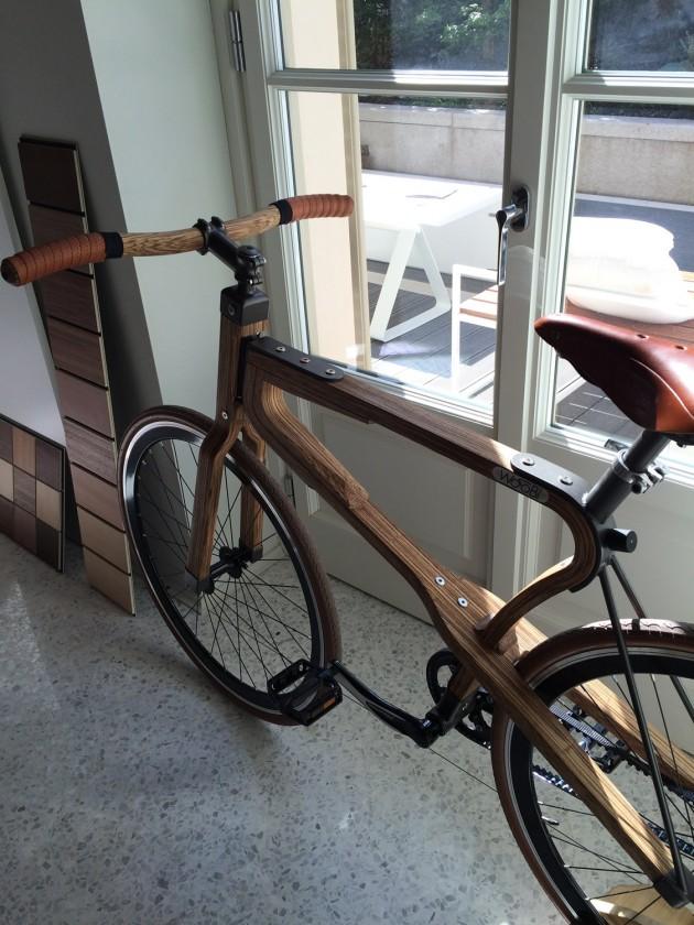 durante la settimana del design di Milano le WooBi sono state esposte insieme alla gamma di legni disponibili (vedi a sinistra, nella foto)