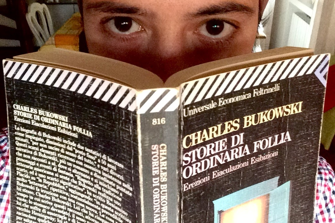 Il libro originale dei 15 anni non ce l'ho più perché se non ricordo male me l'aveva prestato un amico. Questo l'ho comprato nel '98 e anche se oggi Bukowski non lo porterei sulla proverbiale isola deserta, a lui comunque devo molto: non solo un fegato vagamente segnato da quegli anni un po' così che sono stati la mia adolescenza problematica, ma soprattutto la voglia di leggere, di scrivere e di cercare sempre la realtà, anche cruda e brutta e puzzolente, dietro all'artificio. #iragazzileggono #votaxanadu http://bit.ly/1K90coJ