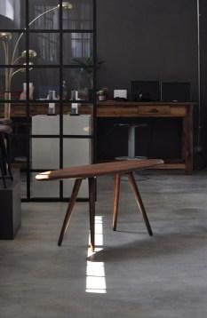 """Studio 900 Design, collezione Palation, """"Elisse"""", tavolino da caffè in legno massello di faggio (courtesy Studio 900 Design)"""