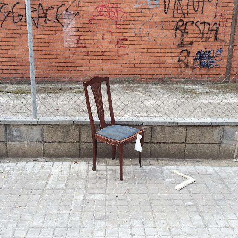 (foto: @lonelychairs)
