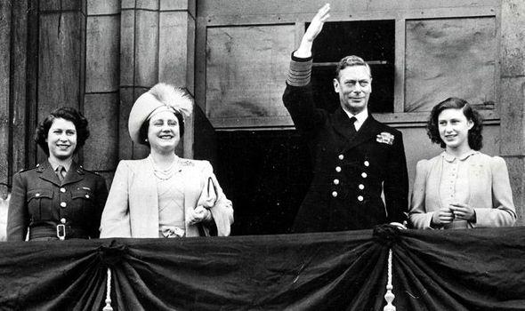 Royal-family-on-balcony-VE-Day-574474