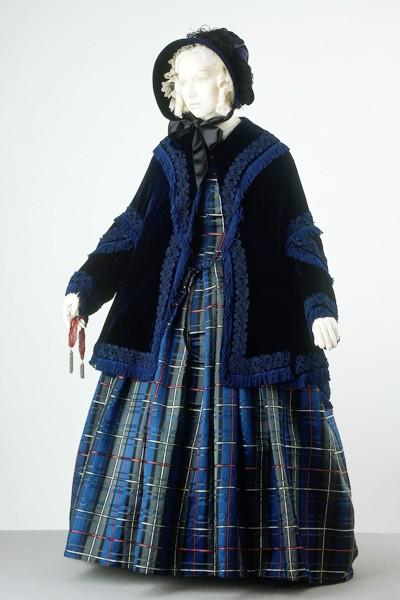 1845, printed silk satin English dress, V&A Museum