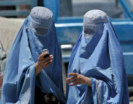 afghanistan ladies with mobile phone