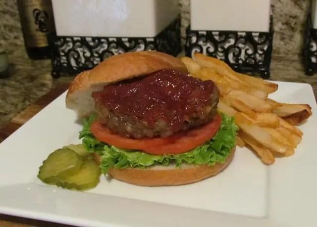 Cheddar Cheesy Meatloaf Burgers