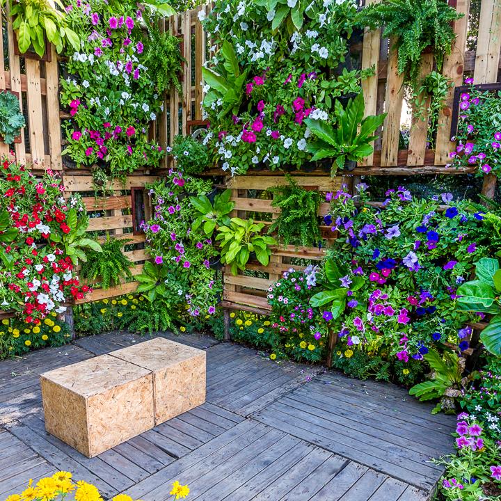 DIY Vertical Garden Ideas (16+ Creative Designs For More ... on Diy Small Patio Ideas id=46126