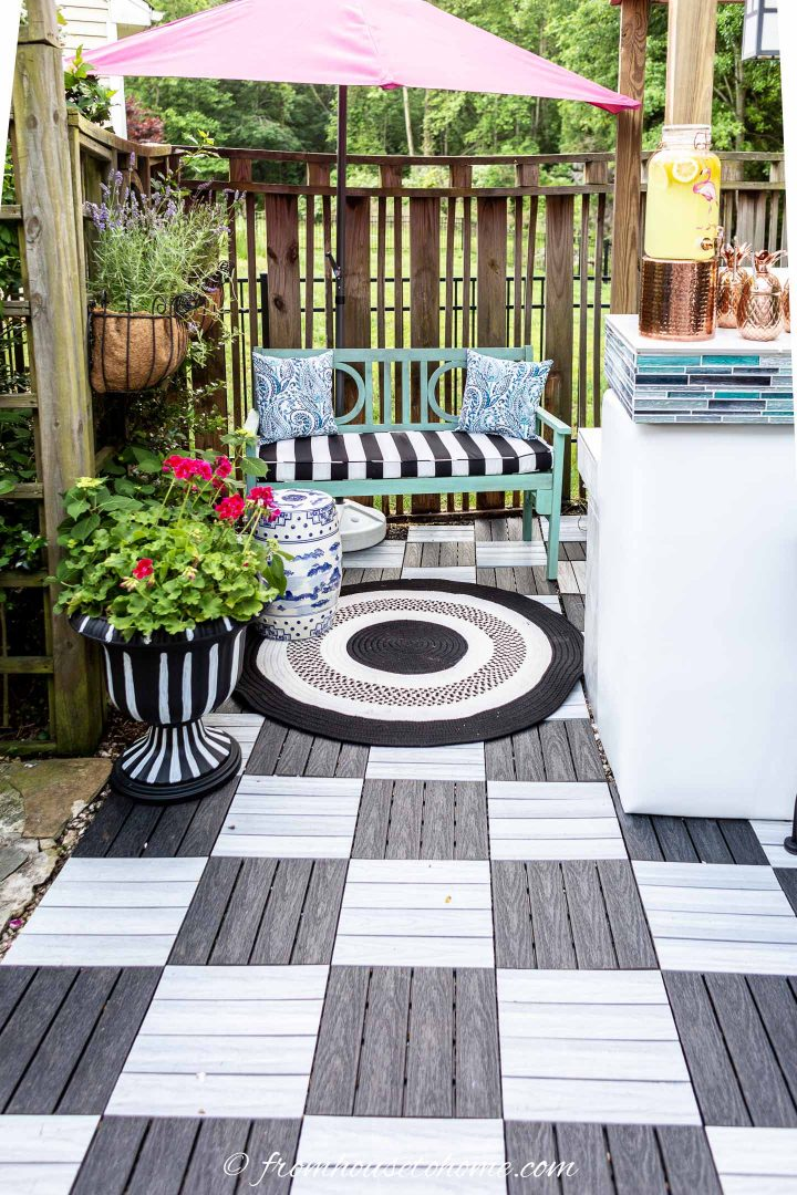 Small Patio Decorating Ideas That Make Your Deck Into An Outdoor Oasis