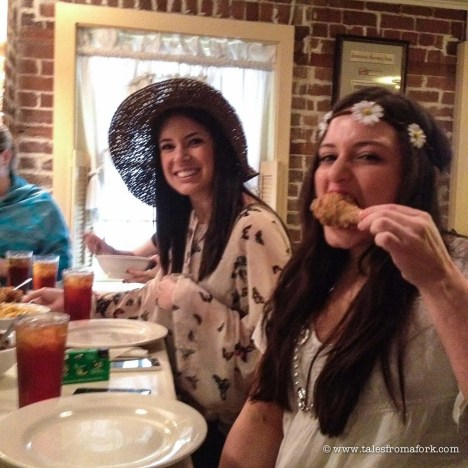 Where to eat in Savannah for lunch, dinner & brunch, which includes FRIED CHICKEN! plus how to have the best bachelorette party in savannah