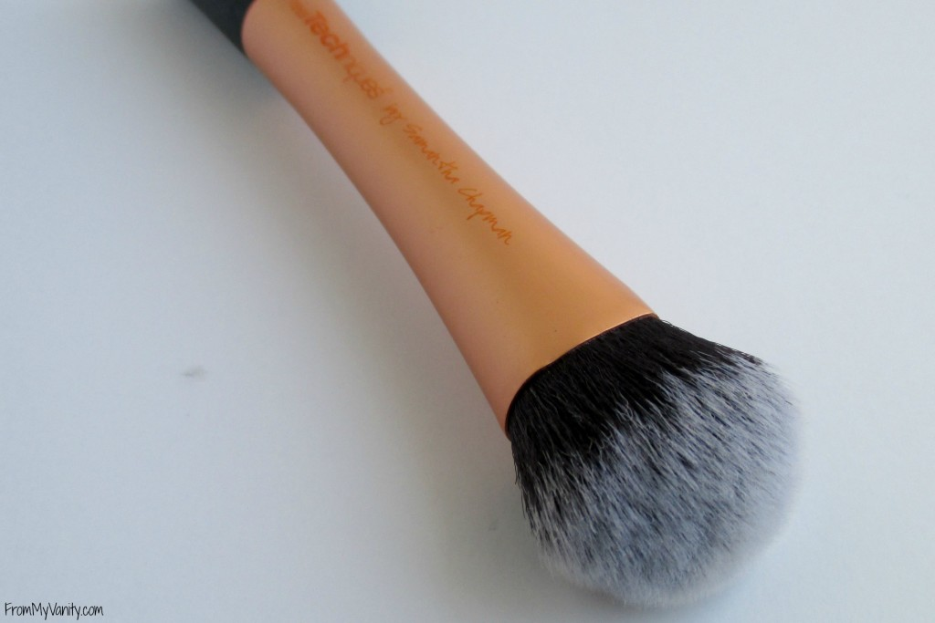 top-drugstore-makeup-brushes-expert-face