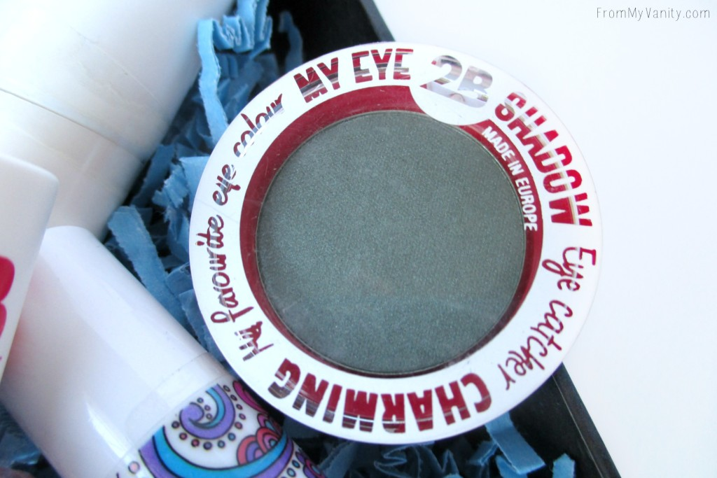 2B Colours eyeshadows are so soft and show up great on the eyes!